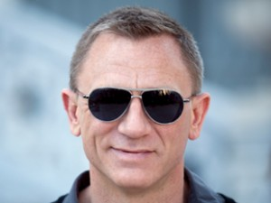 Daniel Craig wearing Tom Ford TF144